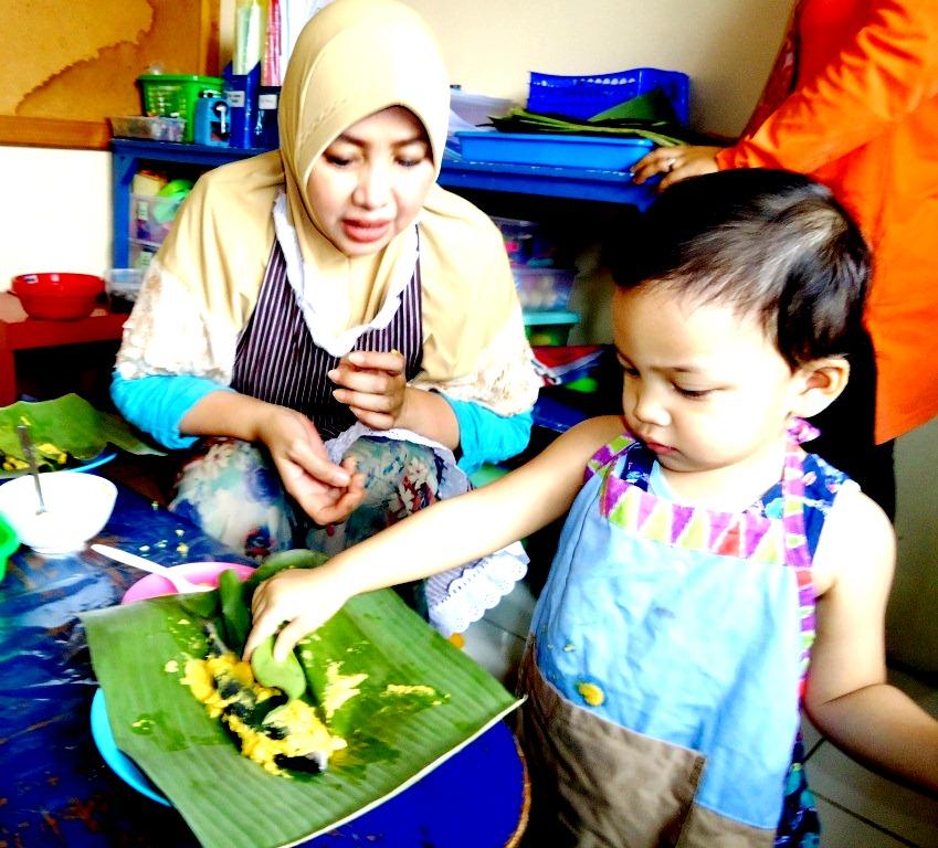anak-sedang makan