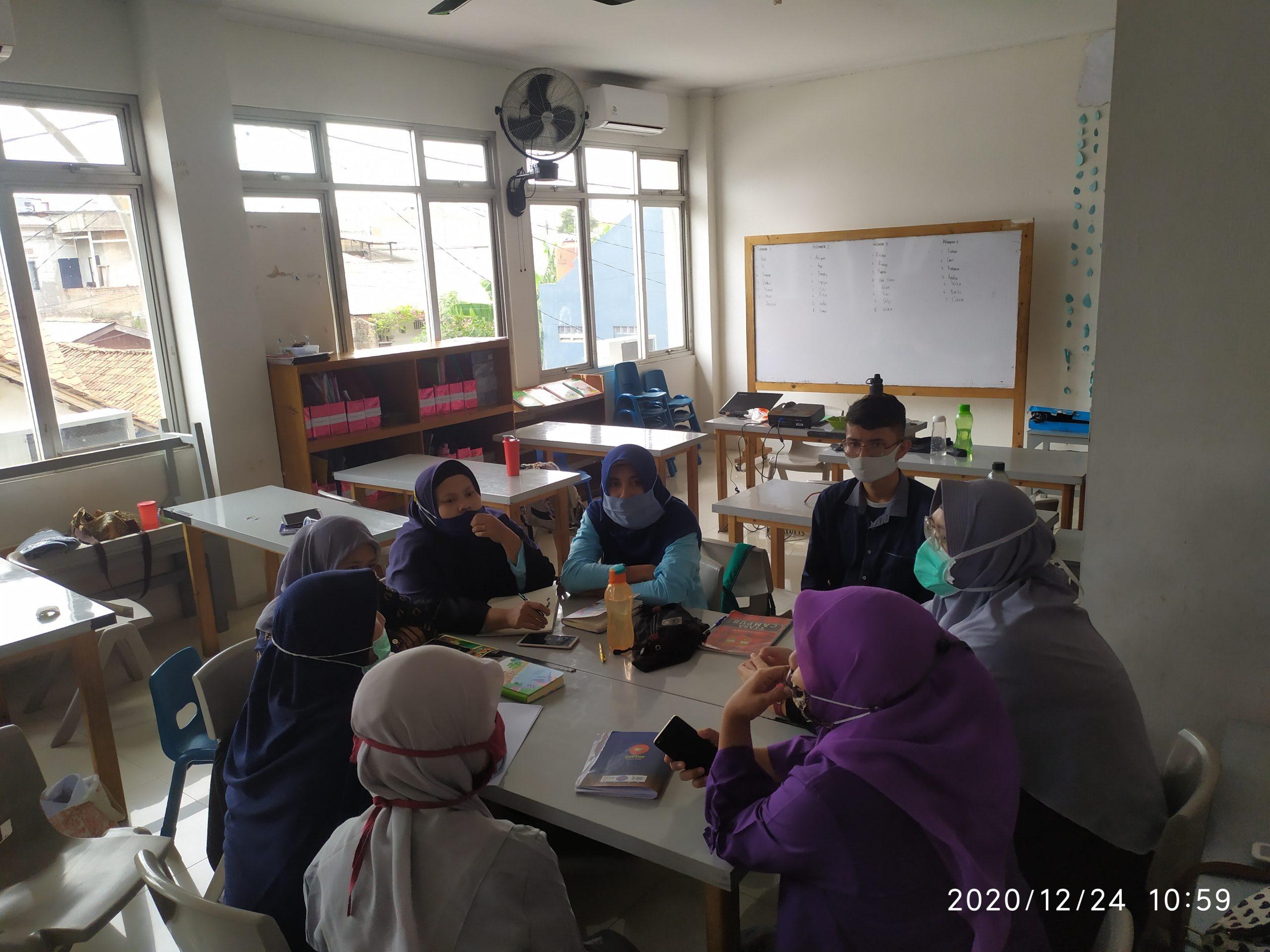 Kebiasaan-kebiasaan Guru Batutis Al-Ilmi dalam mempraktikkan Metode Sentra sangat relevan dalam menjawab tantangan menghadapi masa depan pendidikan
